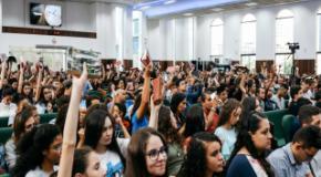 Automutilação, depressão e suicídio são temas da Escola Bíblica para Adolescentes na IEADJO