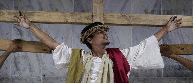 """PÁSCOA: Musical """"A Paixão de Cristo"""" emociona milhares de pessoas"""